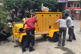 推动移动泵车拍照