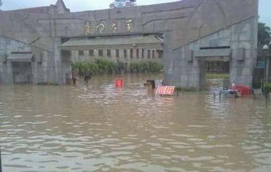 图为厦门大学今年最大水灾现场