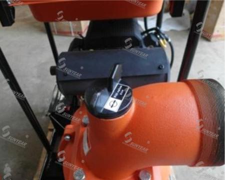 汽油机水泵注水口