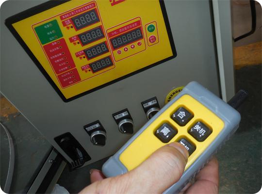 抢险排水车智能控制器图片